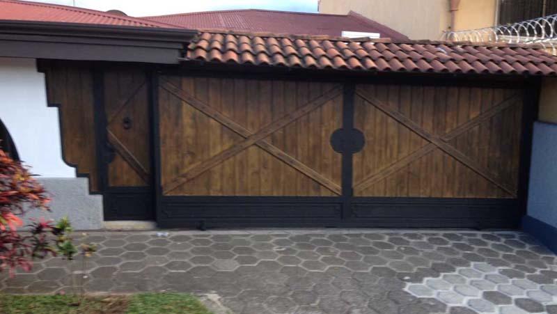 Portones tiquicia for Portones madera rusticos