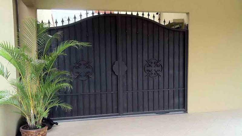 Portones tiquicia for Portones de hierro para garage